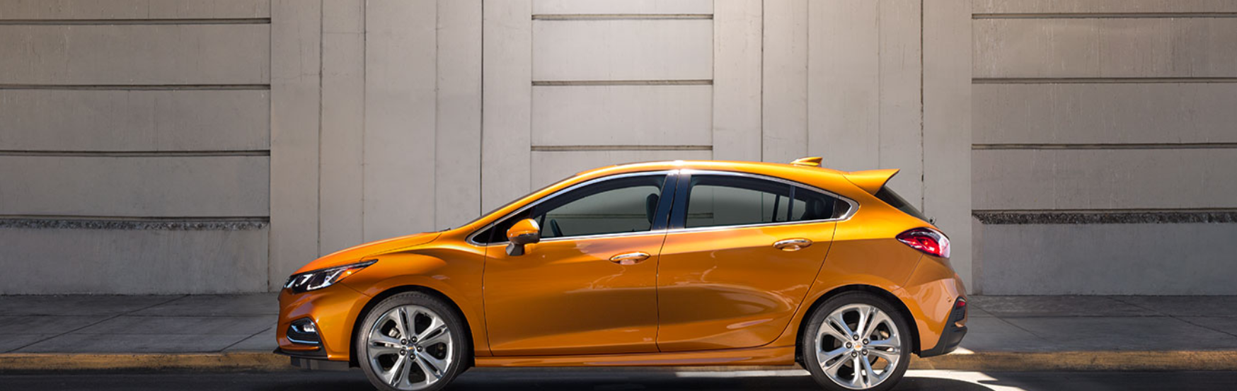 Valley Chevy - Chevrolet Cruze 2017 Comparison - Orange Hatchback