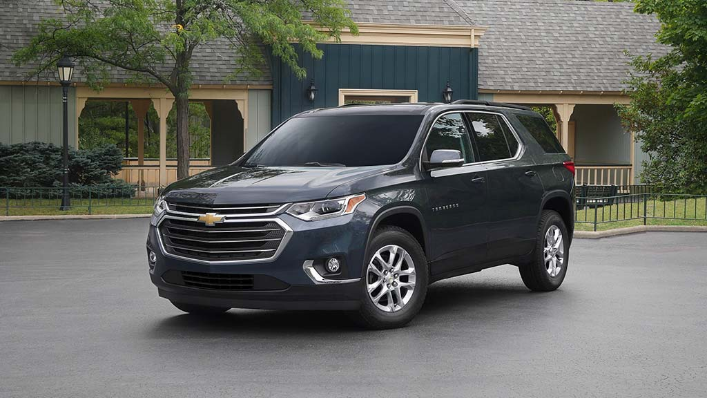 2021-traverse-gallery-image-2-exterior-angled-drivers-side