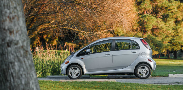 Valley Chevy - 2017 Mitsubishi i-MiEV in Silver Outdoors